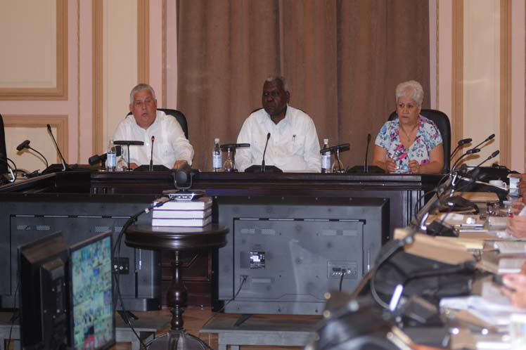 Cuban deputies study project of electoral bill.